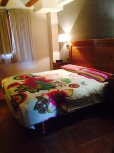 desigual fotos habitaciones 225x300 El Hotel Rural Restaurante La Façana se viste de Desigual   Disfrutadla con estas fotos