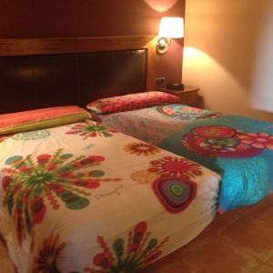desigual fotos habitaciones 3 300x300 El Hotel Rural Restaurante La Façana se viste de Desigual   Disfrutadla con estas fotos