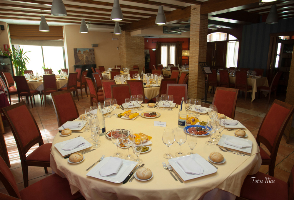 Celebraciones mesas redondas y bautizos en restaurante la for Mesas de restaurante precios